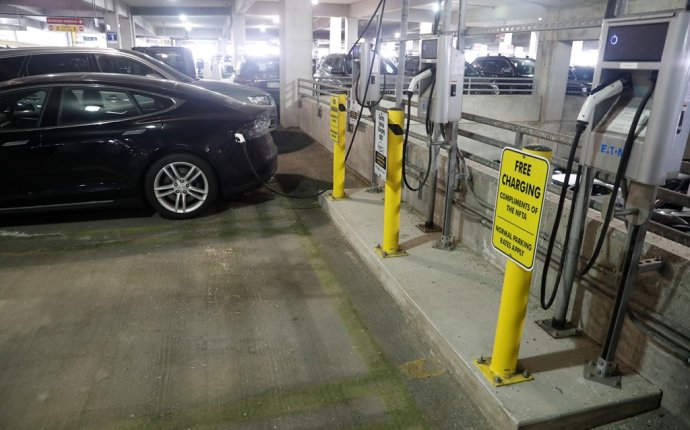 Charging stations for electric cars coming to downtown ramps - The