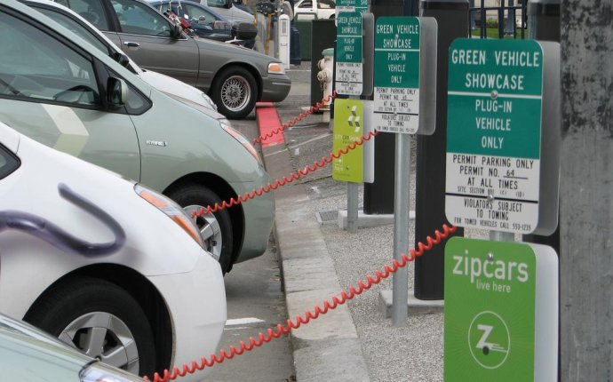 Chicago Pushes Charging Stations as Electric Car Sales Rise in