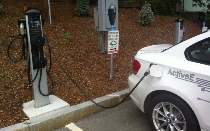 Image: BMW ActiveE electric car at a charge point, size: 1024 x