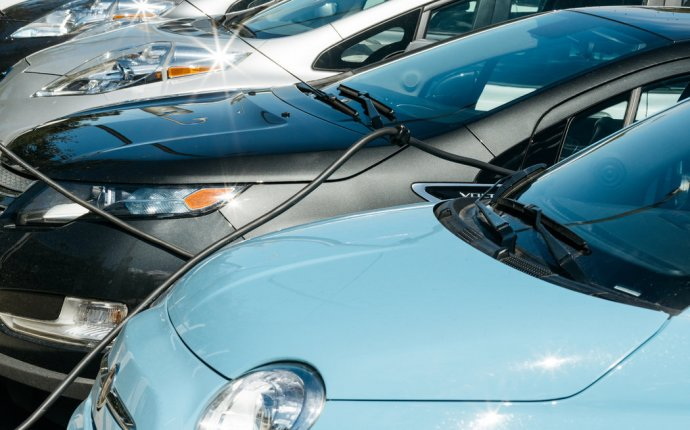In California, Electric Cars Outpace Plugs, and Sparks Fly - The