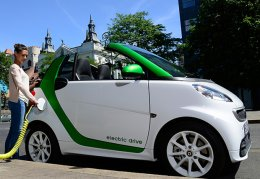 The Epa Rates Smart Fortwo Electric Drive With A Range Of 68 Miles Per Charge That Breaks Down To An Estimated 76 In City